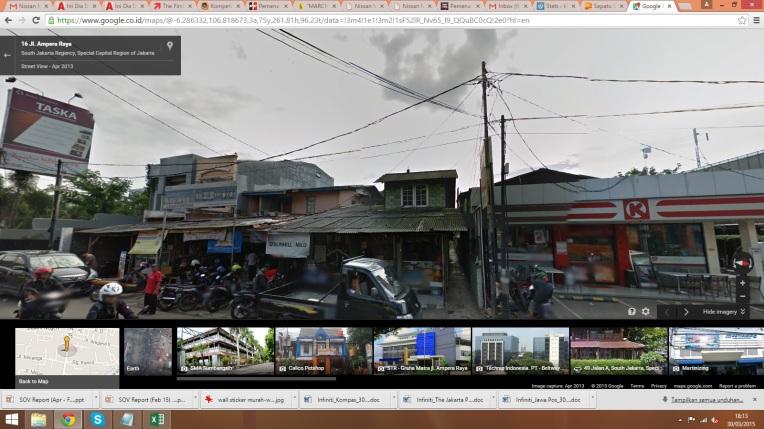 Pak Jamil tinggal di dalam gang sebelah toko listrik di Jalan Ampera Jakarta Selatan