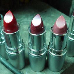 wardah matte lipstick 18 rosy pink kedua dari kanan