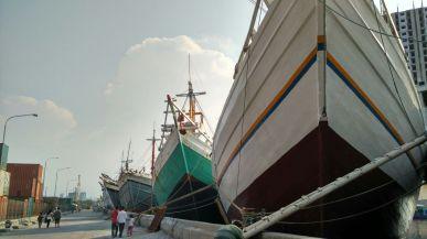 deretan kapal
